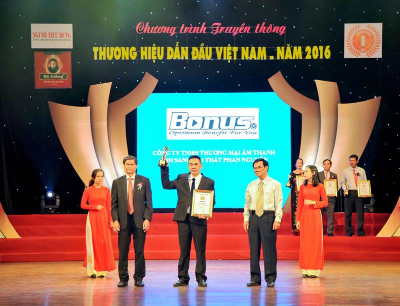 Phan Nguyễn Audio được vinh danh top 100 thương hiệu dẫn đầu Việt Nam 2016